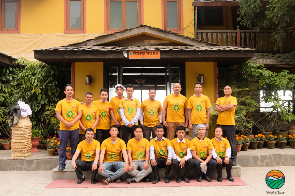 Hotel Country Villa Family volunteering during the World's Environment Day
