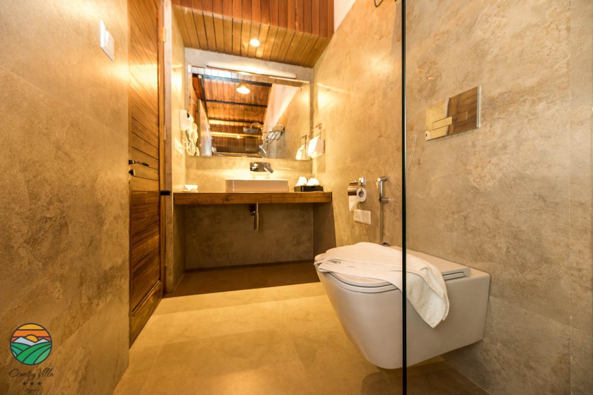 Deluxe Suite - Bathroom 2